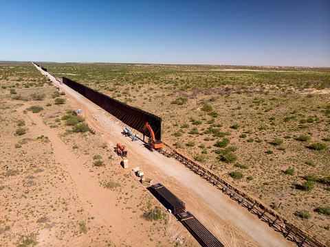 Southern USA「Aerial View Of The Work Site Where The International Border Wall Is Being Constructed」:スマホ壁紙(9)