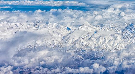 雪の吹きだまり「Aerial view of Snow mountains of Xinjiang, China」:スマホ壁紙(17)