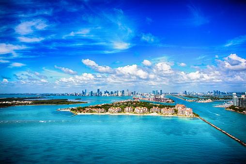 Miami Beach「Aerial View of the Distant Skyline of Miami Florida」:スマホ壁紙(7)