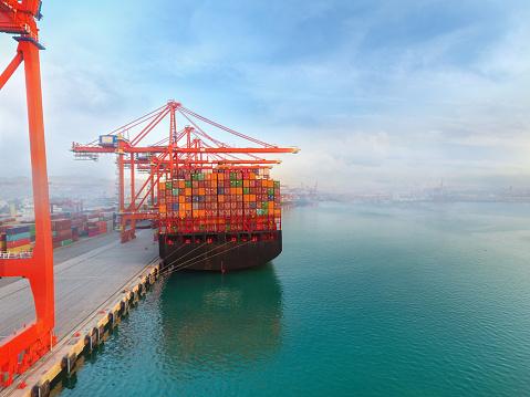 Izmir「Aerial view cargo ship at commercial port.」:スマホ壁紙(17)