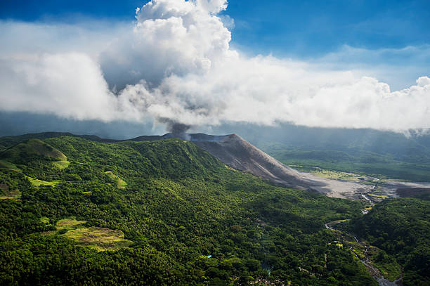 Aerial view of Yasure Volcano:スマホ壁紙(壁紙.com)