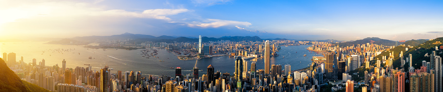 2018「Aerial View of Hong Kong City and Victoria Harbour at sunset (Panorama XXL)」:スマホ壁紙(1)