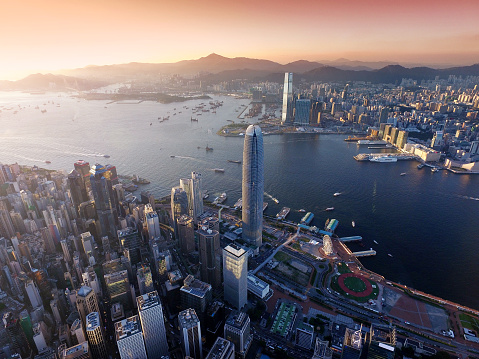 Headland「Aerial view of Hong Kong city, Victoria harbour in sunset」:スマホ壁紙(12)