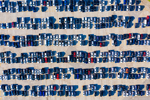 Car Dealership「Aerial view of parked cars」:スマホ壁紙(5)