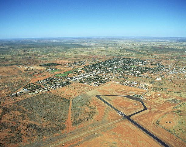 aerial view of tennant creek in outback landcape, northern territory:スマホ壁紙(壁紙.com)