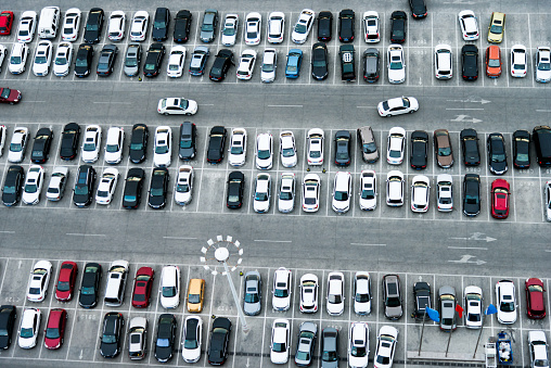 Dividing Line - Road Marking「Aerial view of cars in a parking lot」:スマホ壁紙(4)