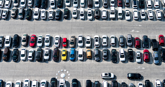 City Street「Aerial view of cars in a parking lot」:スマホ壁紙(17)