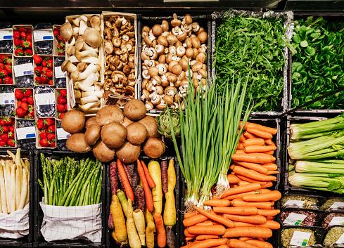 Consumerism「Aerial View Of Various Vegetables At Supermarket」:スマホ壁紙(16)