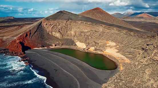 Volcano「Aerial view of Volcanic Lake El Golfo, Lanzarote, Canary Islands」:スマホ壁紙(0)
