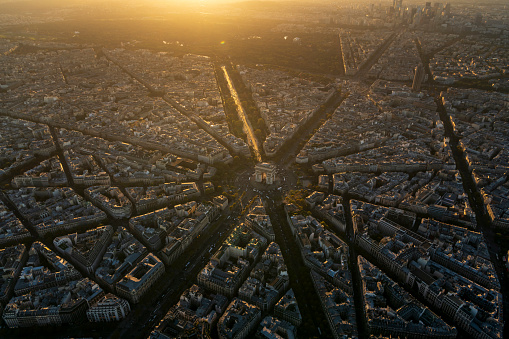 Arc de Triomphe - Paris「Aerial view of Arc de Triomphe in Paris France at sunset」:スマホ壁紙(11)