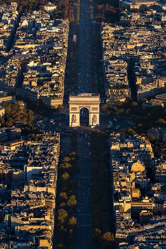 Arc de Triomphe - Paris「Aerial view of Arc de Triomphe in Paris France at sunset」:スマホ壁紙(13)