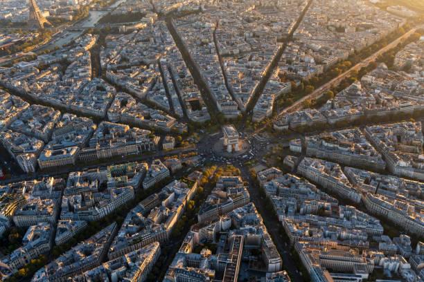 Aerial view of Arc de Triomphe in Paris France at sunset:スマホ壁紙(壁紙.com)