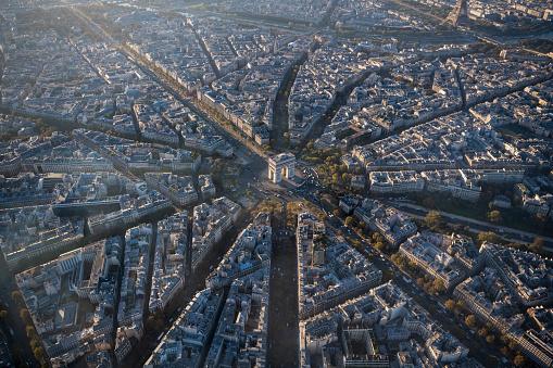 Arc de Triomphe - Paris「Aerial view of Arc de Triomphe in Paris France at sunrise」:スマホ壁紙(8)