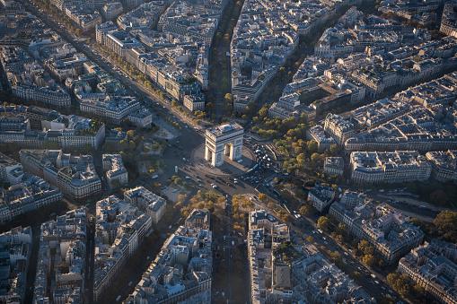 Arc de Triomphe - Paris「Aerial view of Arc de Triomphe in Paris France at sunrise」:スマホ壁紙(13)