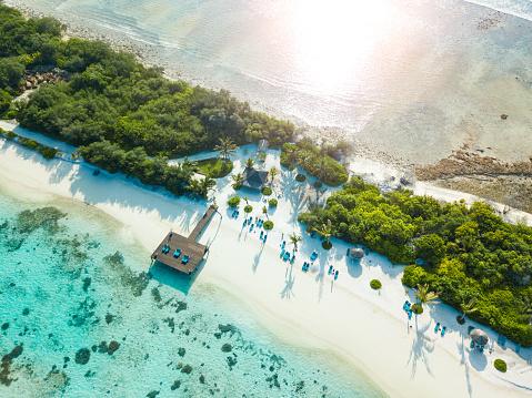 Unrecognizable Person「Aerial view of Canareef Resort Maldives, Herathera island, Addu atoll」:スマホ壁紙(18)