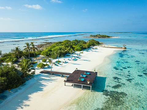 South「Aerial view of Canareef Resort Maldives, Herathera island, Addu atoll」:スマホ壁紙(11)