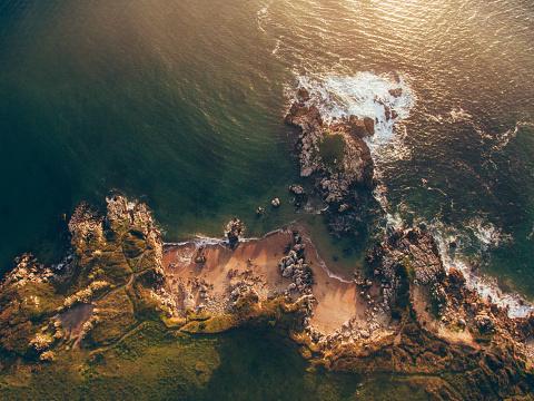 島「小さな磯の空中写真」:スマホ壁紙(8)