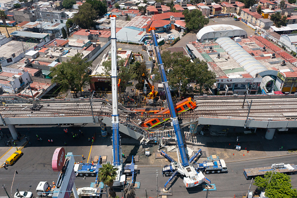 Mexico City「Aftermath of Tragic Metro Overpass Collapse in Mexico City」:写真・画像(5)[壁紙.com]