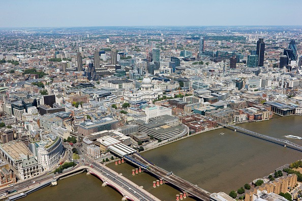 Wide Shot「Aerial view of St Paul's Cathedral, London, UK」:写真・画像(2)[壁紙.com]