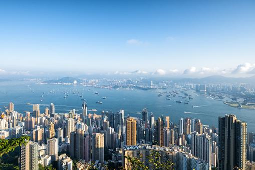 Victoria Peak「Aerial view of Hong Kong skyline at sunrise.」:スマホ壁紙(17)