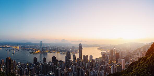 Victoria Peak「Aerial view of Hong Kong skyline at sunrise.」:スマホ壁紙(13)