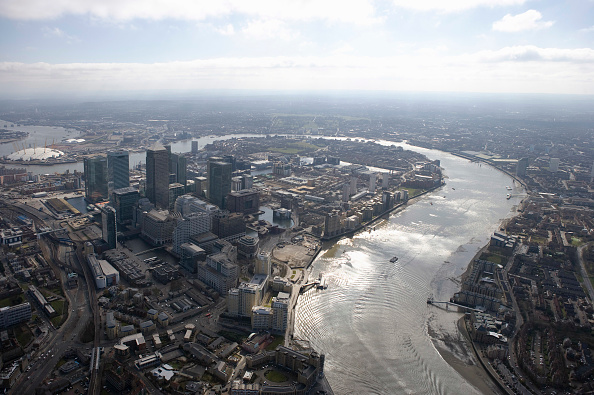 Wide Shot「Aerial view of Docklands, Canary Wharf, Isle of Dogs with the sweep of the River Thames, London, UK」:写真・画像(19)[壁紙.com]