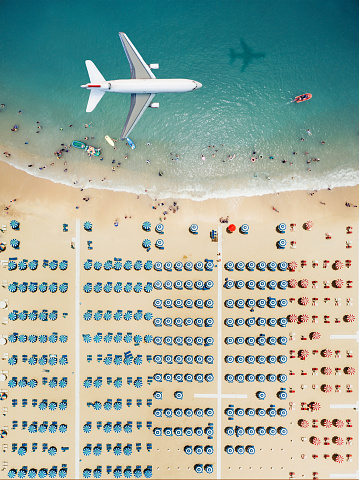 Carefree「Aerial view airplane flying over the beach」:スマホ壁紙(17)