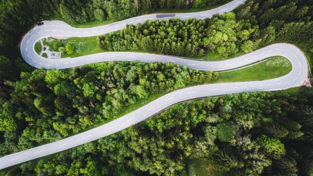 Aerial view of curvy mountain road in Austrian Alps:スマホ壁紙(壁紙.com)