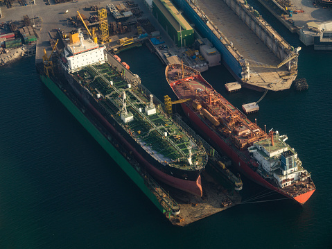 Shipyard「Aerial view of freighter ships on the water in Dubai, United Arab Emirates, late afternoon」:スマホ壁紙(15)