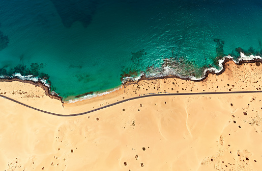 Coastline「Aerial view of beach in Corralejo Park, Fuerteventura, Canary Islands」:スマホ壁紙(19)