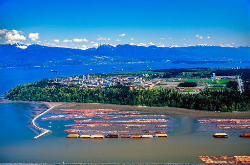 British Columbia Coast Mountains「Aerial View on the Fraser Delta and Timber raft with the University of British Columbia and the Coast Mountain Range in the Background - Vancouver, British Columbia, Canada」:スマホ壁紙(12)