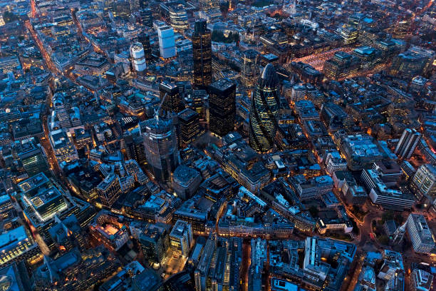 Aerial view of City of London at Night, UK:ニュース(壁紙.com)