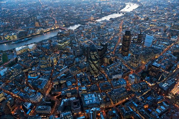 Cityscape「Aerial view of City of London over River Thames at night, London」:写真・画像(2)[壁紙.com]