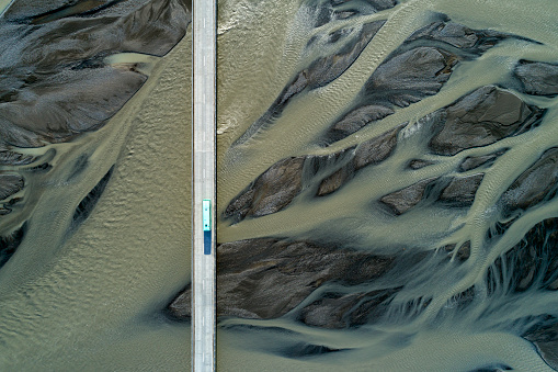 Bus「Aerial view of bridge over glacial river in South Iceland」:スマホ壁紙(18)
