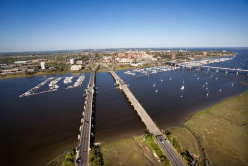 Charleston - South Carolina「Aerial view of bridge over ocean」:スマホ壁紙(15)