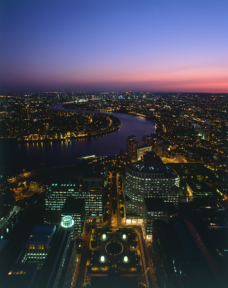 Urban Skyline「Aerial view of Canary Wharf and the river Thames at night  Docklands area. London  United Kingdom.」:写真・画像(5)[壁紙.com]
