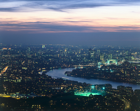 Urban Skyline「Aerial view of Canary Wharf and the river Thames at night  Docklands area. London  United Kingdom.」:写真・画像(13)[壁紙.com]