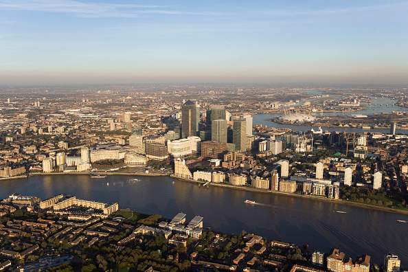 Finance and Economy「Aerial view of Canary Wharf, Docklands, London, UK River Thames in foreground」:写真・画像(15)[壁紙.com]