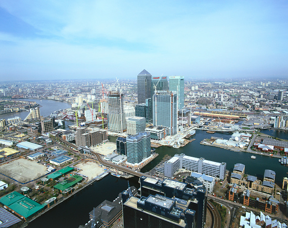 Urban Skyline「Aerial view of Canary Wharf  Docklands area. London  United Kingdom.」:写真・画像(8)[壁紙.com]