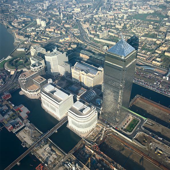 Urban Skyline「Aerial view of Canary Wharf  Docklands area. London  United Kingdom.」:写真・画像(3)[壁紙.com]
