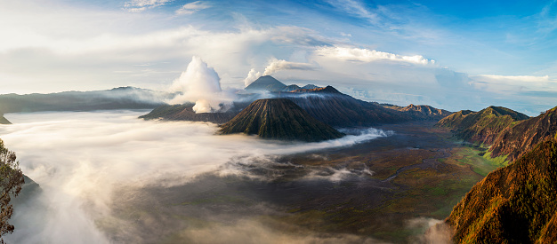 Java「Aerial view of Mt Bromo from Mt Penanjakan, East Java, Indonesia」:スマホ壁紙(13)