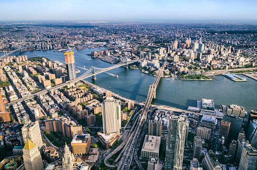 Lower East Side Manhattan「Aerial view from Helicopter of BMW bridges. Brooklyn, Manhattan and Williamsburg Bridges. New York」:スマホ壁紙(14)
