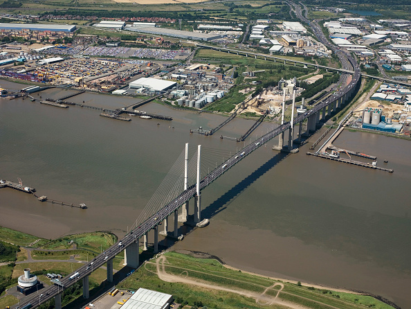 Bridge - Built Structure「Aerial view of Dartford Bridge and River Thames, London, UK」:写真・画像(0)[壁紙.com]