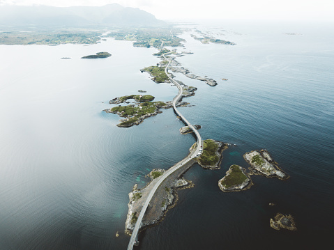 島「見事なブリッジ ・ ロードとノルウェーの海の小さな島の航空写真」:スマホ壁紙(0)