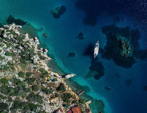 Unrecognizable Person「Aerial view of clear turquoise sea of Kekova bay and yacht」:スマホ壁紙(6)