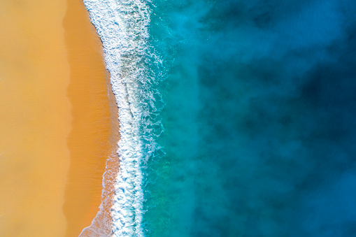 Aerial View「Aerial view of clear turquoise sea and waves」:スマホ壁紙(6)