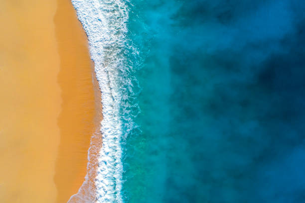 Aerial view of clear turquoise sea and waves:スマホ壁紙(壁紙.com)