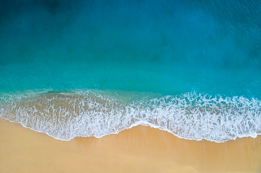 Travel「Aerial view of clear turquoise sea and waves」:スマホ壁紙(9)