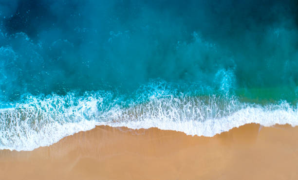 Aerial view of clear turquoise sea:スマホ壁紙(壁紙.com)