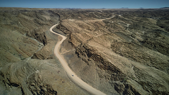 UNESCO「Aerial view of a jeep on dirty track, Namib desert area, Namibia」:スマホ壁紙(16)